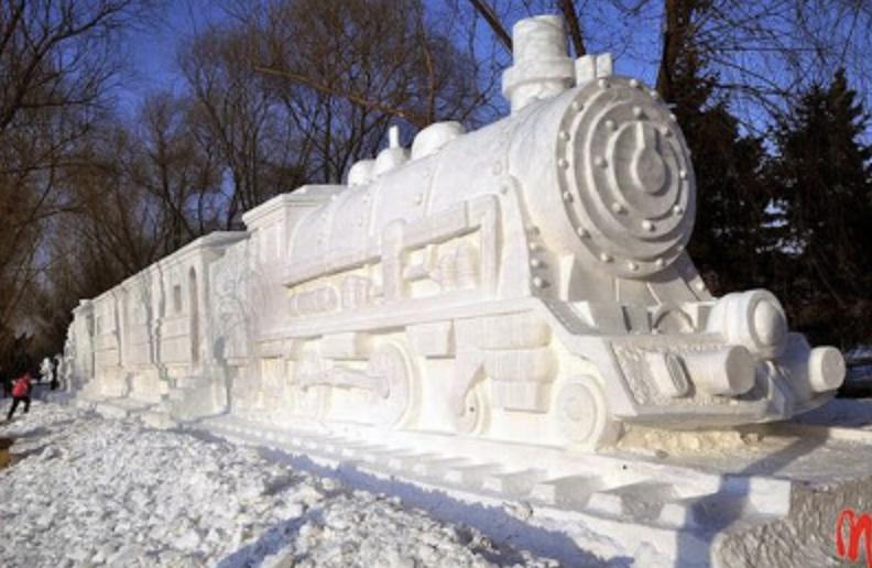 snow sculpture train